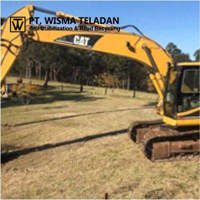 Excavator Caterpillar 320 B-wisma teladan-min